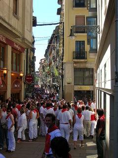 800px-Pamplona_Sanfermines_Calle_San_Nicolas.JPG